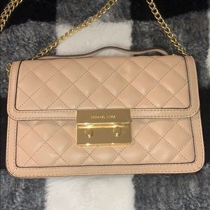 MICHAEL KORS NUDE QUILTED CHAIN BAG